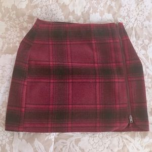 Hollister black and red plaid zip up skirt